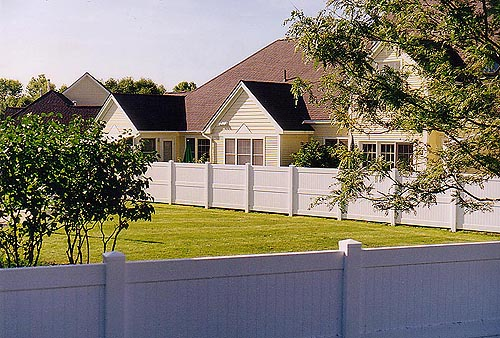 vinyl-privacy-fence